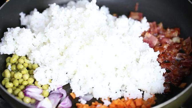 Зображення з назвою Make Chinese Fried Rice Step 10 preview