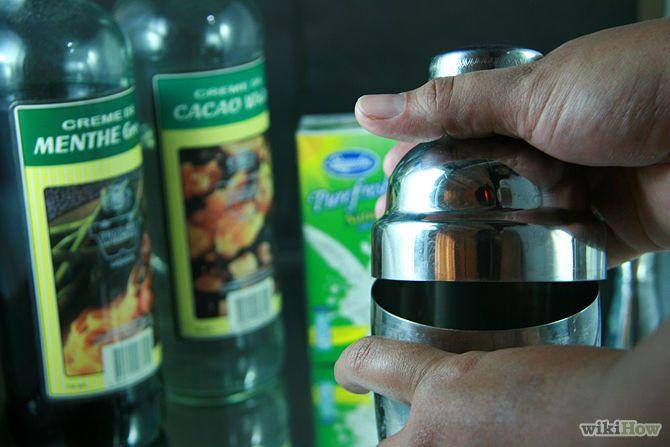 Зображення з назвою Make a Grasshopper Martini Step 3