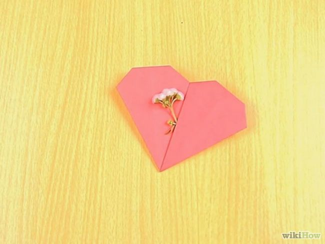 Зображення з назвою Make an Origami Pocket Heart Step 11