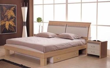 Приліжкові столик в інтер`єрі спальні