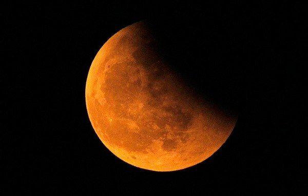 Скільки разів на рік відбуваються місячні затемнення